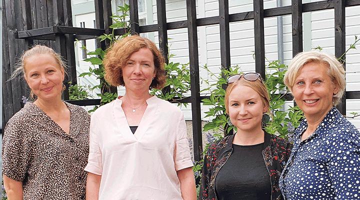 Förbundets personal ser fram emot att snart få veta hur personer med funktionsnedsättning upplever sin situation på Åland. Från vänster Emilia Liesmäki, Susanne Broman, högskolepraktikant Emma Othman från Åbo Akademi och Gunilla G Nordlund.